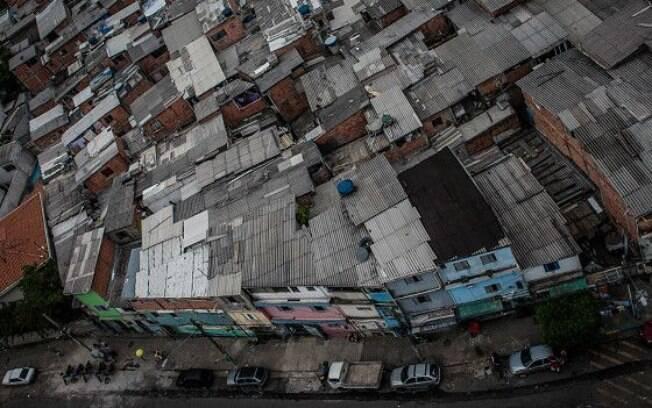 Favela da rua Mario Cardim, em São Paulo; segundo família, rapaz optou por viver no local pelas amizades e pelas relações solidárias na comunidade