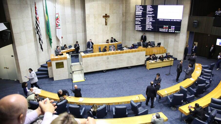 Por 39 votos a 12, vereadores aprovaram projeto que cria vagas na Prefeitura; proposta ainda passará por segunda votação