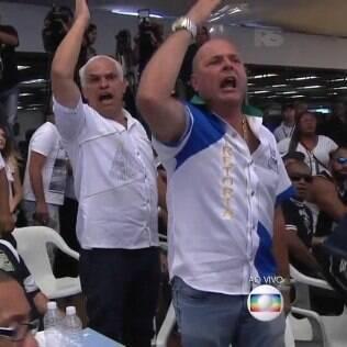 Representantes de escolas se revoltam durante apuração em São Paulo: jurado se esqueceu de dar nota