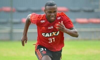 Após festa em casa noturna, Cruzeiro quer devolver jogador ao Flamengo