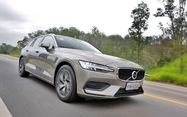 Volvo V60 tem dirigibilidade de sedã e praticidade de SUV. Com isso, é um modelo que desacata os rivais utilitários