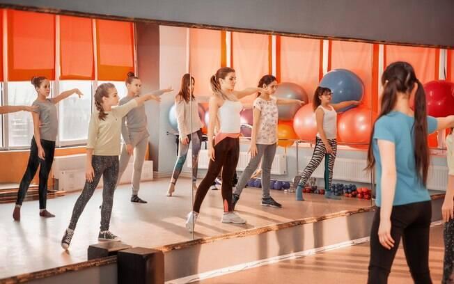 Aulas de dança são uma boa opção para adolescentes e jovens mulheres