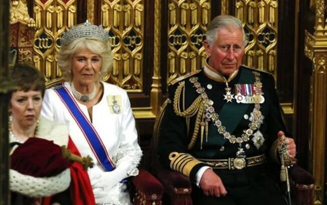 Filho da Rainha Elizabeth II foi traído pela atual esposa, Camilla Parker-Bowles, e pediu o divórcio