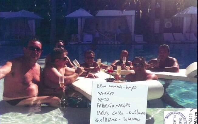 Beto Richa aparece, ao lado de empresários ligados à seu governo, em uma viagem de luxo que comemorava sua reeleição em 2014