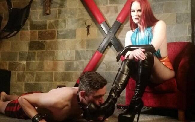 Ari Mactan conta detalhes de como é ser uma dominatrix