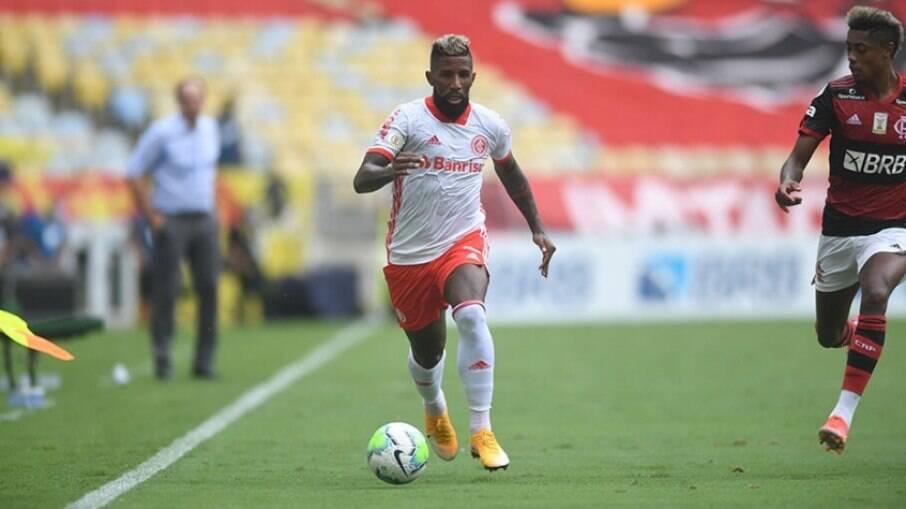 Rodinei foi expulso na partida entre Flamengo x Internacional