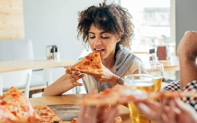 Pizza sem glúten pode ser feita com farinha de aveia e outras opções de farinhas que não contenham o nutriente