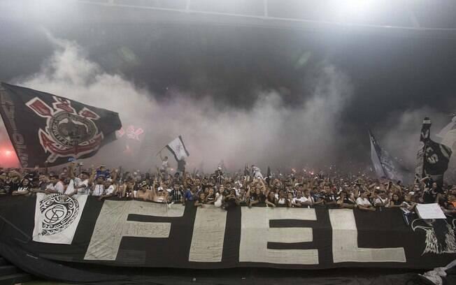 Corinthians desmente queda no número de sócios após manifestações