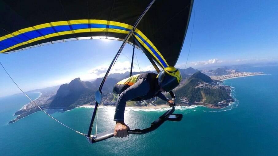 Voar de asa-delta mistura uma sensação de liberdade e adrenalina que apenas