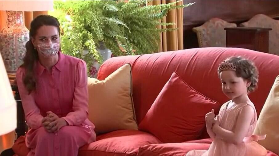 Kate Middleton prometeu a uma garotinha com câncer que ela conheceria uma princesa da vida real e o dia chegou