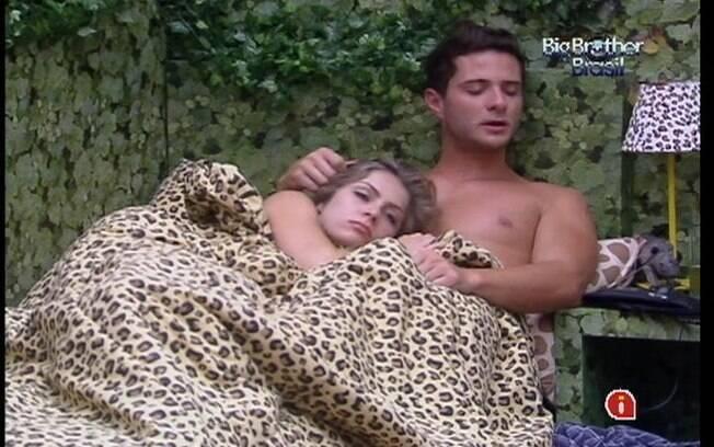 Renata e Ronaldo dividiram a mesma cama no Quarto Floresta