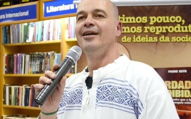 Roberto Francisco Daniel, o Padre Beto, 47, foi excomungado pela Igreja Católica em 2013 por causa de sua visão progressista da sexualidade