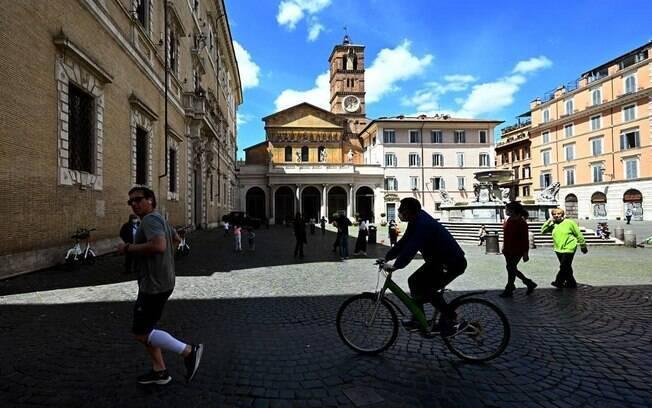 Os italianos desfrutam de restrições mais flexíveis após um dos mais longos e rigorosos bloqueios da Europa