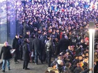 Lançamento do iPhone 4S levou multidões a lojas da Apple na China