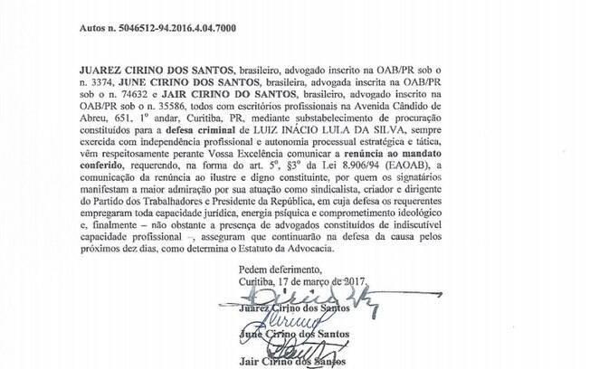 Em renúncia, advogados de defesa de Lula expressaram sua admiração pelo trabalho do petista como presidente
