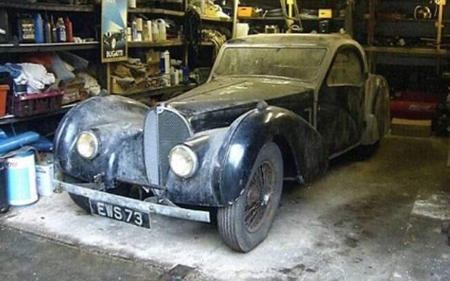 Esquecido por 5 décadas numa garagem, esse Bugatti tem valor estimado de US$ 4,4 milhões