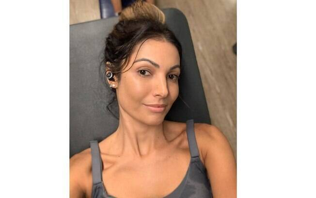 Patrícia Poeta posa sem maquiagem após treino