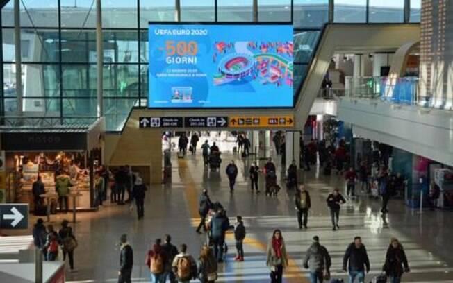 Um telão foi instalado no aeroporto de Fiumicino, em Roma, para contagem regressiva para a Eurocopa 2020