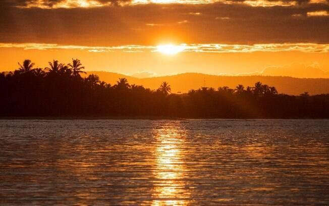 O pôr do sol na Praia da Ponta do Mutá é um dos mais bonitos do Brasil