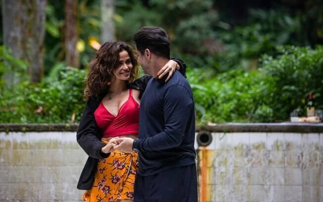 Érica (Nanda Costa) e Raul (Murilo Benício)