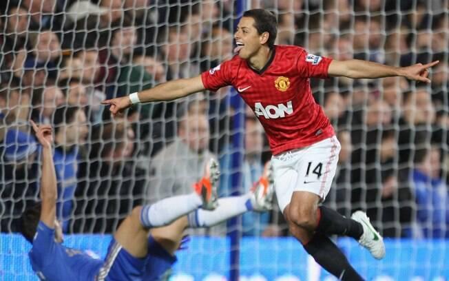 A diferença voltou para um ponto com a  vitória por 3 a 2 sobre o Chelsea na nona rodada.  Hernandez fez gol impedido