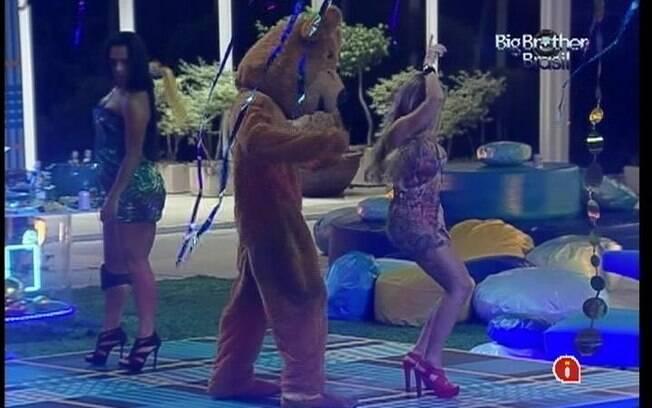 Urso agita a festa