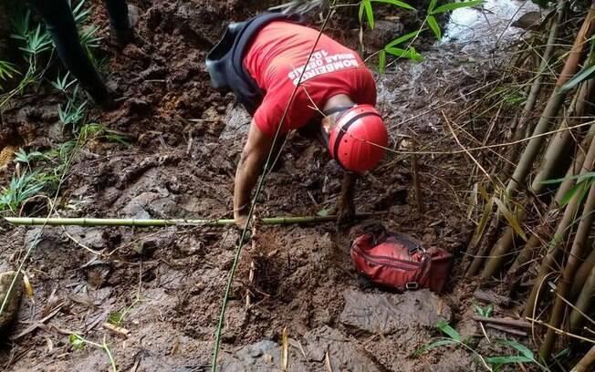 Desde ontem (21), bombeiros fazem buscas em região do almoxarifado da Vale, em Brumadinho