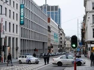 A redação voltou a funcionar à tarde, após a suspensão do alerta e de uma mudança da equipe para um hotel vizinho