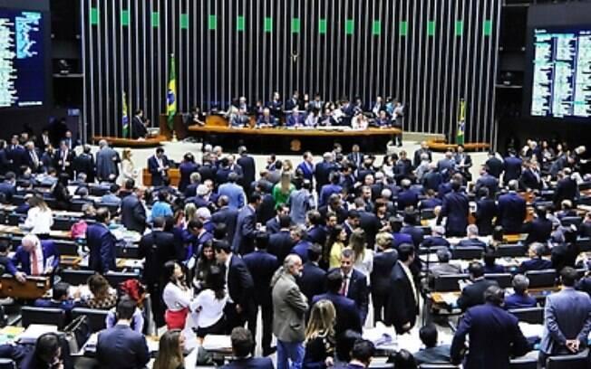 Rejeitada emenda que incluía na Constituição financiamento de campanha por empresas