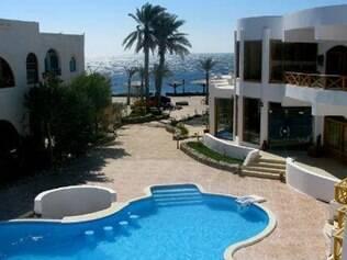 Como o hostel faz parte do resort, os hóspedes podem desfrutar da piscina à beira-mar