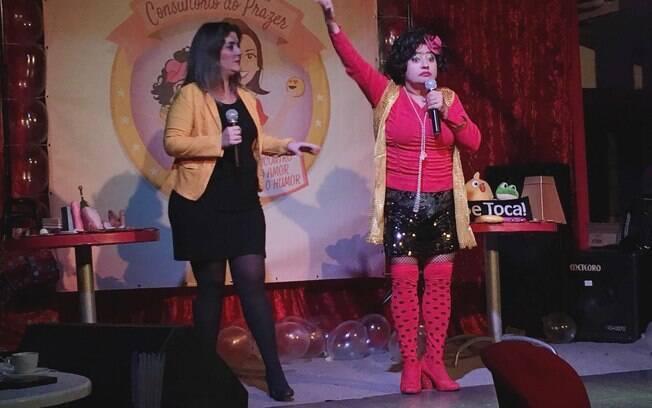 Com humor simples, Thais (à esquerda) e Darlene (à direita) cativam a plateia ao mesmo tempo em que ensinam