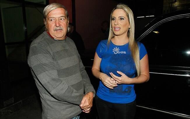 Pai e mulher de esposa de Marcos Oliver aguardam liberação do ator