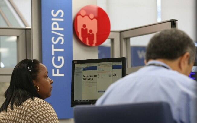 Pela regra atual, o trabalhador só pode sacar o saldo do FGTS se for demitido sem justa causa ou em casos específicos