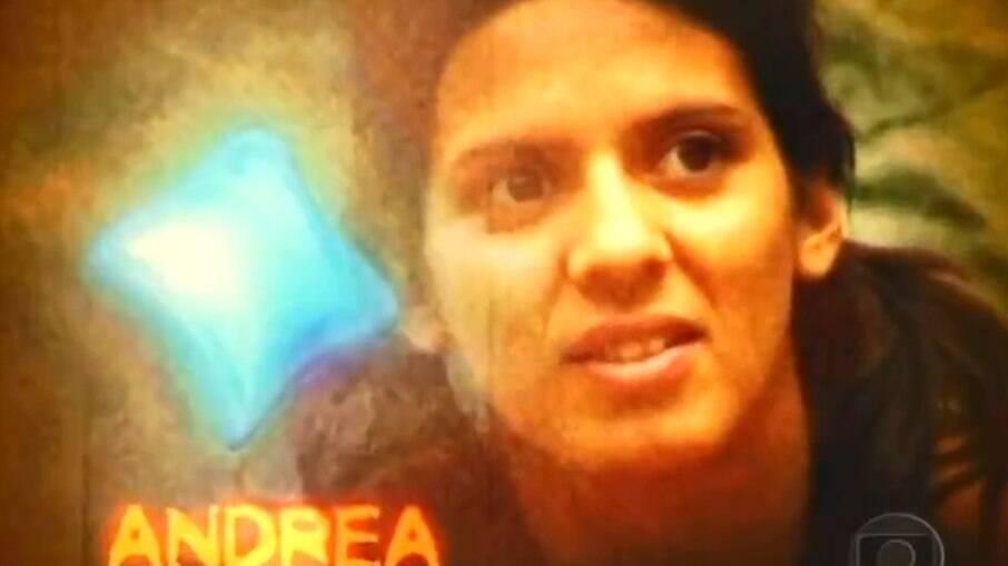 Andrea Baptista na vinheta de abertura da primeira edição do reality