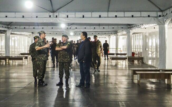 Carregamentos de ajuda humanitária estão armazenados no Pelotão Especial de Fronteira, em Pacaraima (RR)