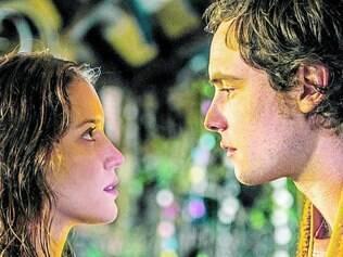 Par romântico. Nathalia Dill e Sérgio Guizé formam o casal cheio de problemas do folhetim