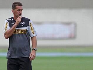 Treinador começou trabalho para estreia do time no Brasileirão, diante do São Paulo