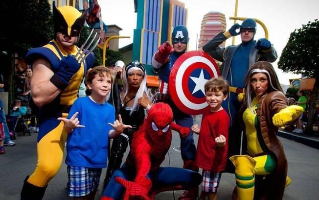 O Universal Studios possui áreas temáticas e com pontos de encontros para personagens