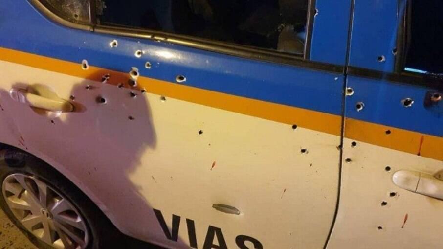 As marcas de tiros da viatura policial