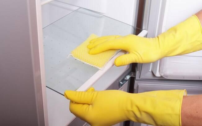A geladeira merece uma atenção especial na hora de limpar a casa; veja as dicas e como limpá-la corretamente