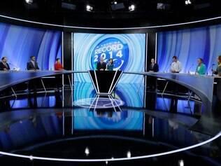 SP - DEBATE CANDIDATOS PRESIDENCIA RECORD / SP - POLÍTICA - Os candidatos Levy Fidelix (PRTB), Aécio Neves (PSDB), Dilma Rousseff (PT), Pastor Everaldo (PSC), Eduardo Jorge (PV), Marina Silva (PSB) e Luciana Genro (PSOL) (E/D) durante debate dos candidatos a presidência da República na rede Record de Televisão, no bairro da Barra Funda, durante a noite deste domingo. 28/09/2014 - Foto: NELSON ANTOINE/FRAME/FRAME/ESTADÃO CONTEÚDO