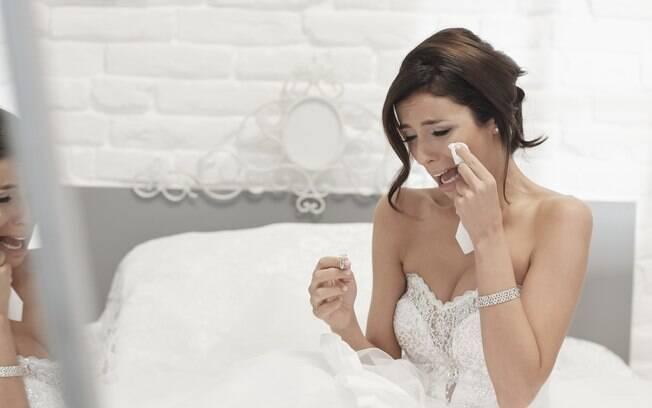 Em publicação, noiva afirma que cunhada arruinou seu casamento ao marcar cesária na mesma data: