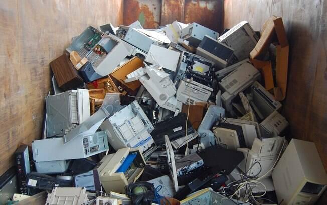 Lixo eletrônico precisa ser descartado corretamente