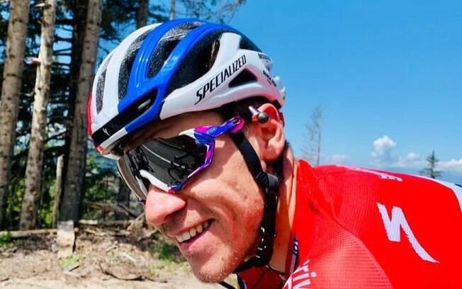 Ciclista sofre grava acidente