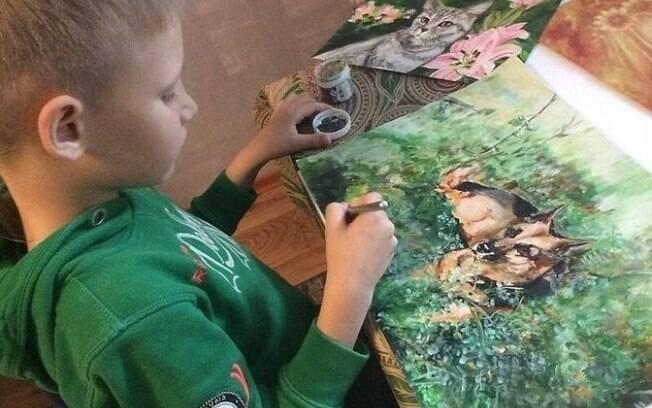 O menino de apenas nove anos faz artes incríveis