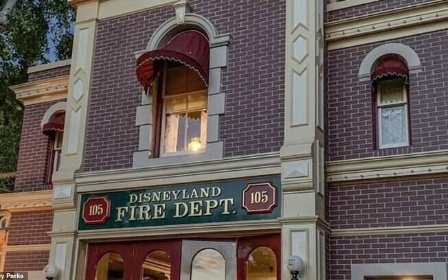 O apartamento em que Walt Disney morou durante a construção da Disneyland mantém a lâmpada acessa