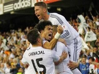 Jogadores comemoram gol marcado pelo galês Bale, que definiu o placar e a conquista para o Real