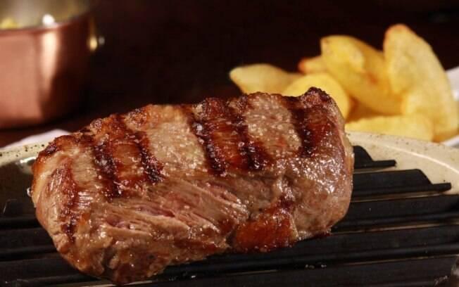Se for caprichar nos acompanhamentos compre, para cada adulto, 400 gramas de carnes sem osso