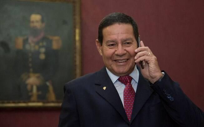 Antônio Hamilton é questionado por ser filho do vice-presidente, general Hamilton Mourão