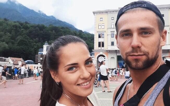 Anastasia Bryzgalova ao lado do marido Alexander Krushelnitskiy